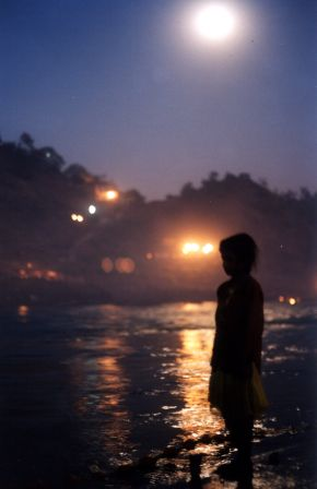 Omkara_Mandhata_by_moonlight.jpg
