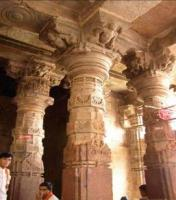 porch-veranda columns at Mahakalesvara